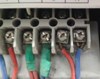 ups主机如何接线