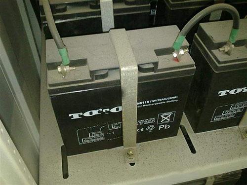 山特UPS电池安装